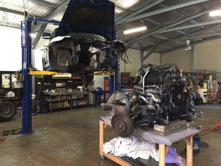 Engine refitting VW V10 Touareg